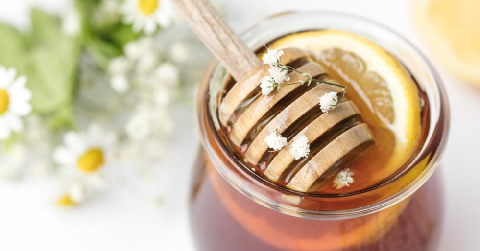 honey jar with lemon